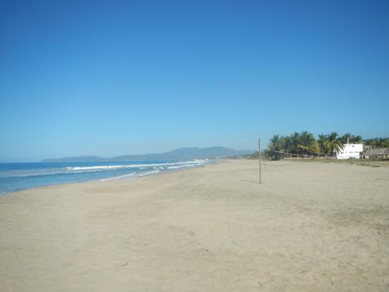 Playa Blanca, México: Looking towards Playa Larga