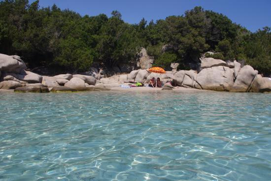 Santa Giulia, Fransa: petite crique entre les deux plages