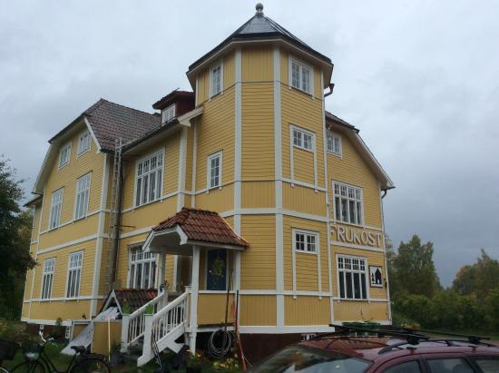 Alvdalen, Suecia: Det är inte alla hus som har ett torn.