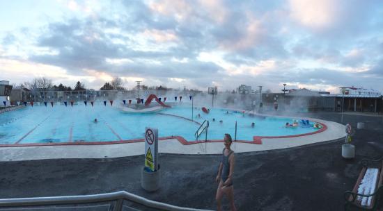Complexe piscine et sauna picture of vesturbaejarlaug for Complexe piscine