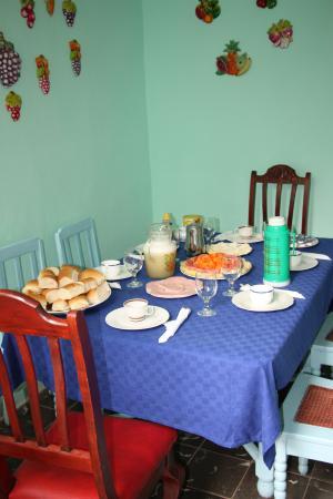 Hostal Casa Messi: IL TAVOLO DELLA COLAZIONE
