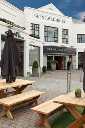 Glenroyal Hotel & Leisure Club: Outside of Glenroyal Hotel
