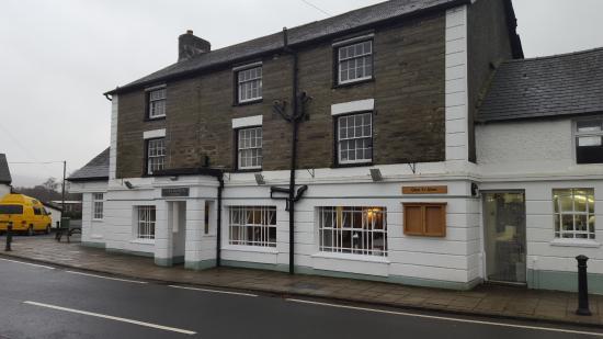 Glan yr Afon: Front of the pub / restaurant