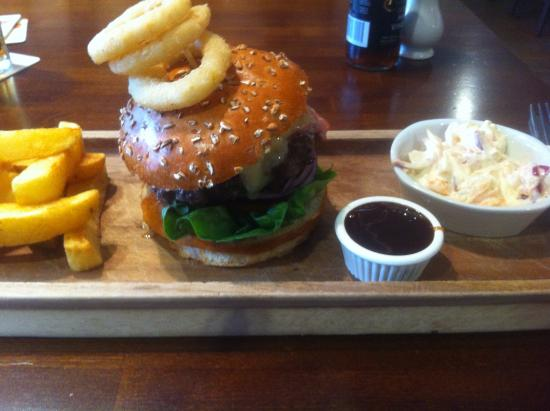 Tarvin, UK: Stilton & Bacon burger... I've never eaten a burger with a knife and fork, but was too big haha