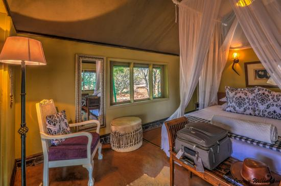 White Elephant Safari Lodge: Inside King size luxury tent