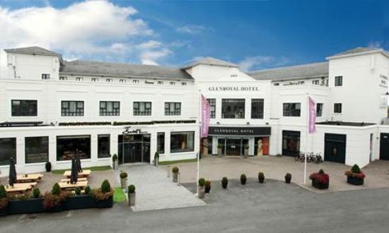 Glenroyal Hotel & Leisure Club: Outisde Hotel Entrance