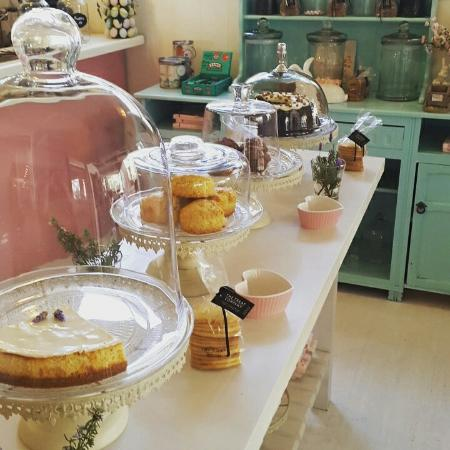 Oak Tree Coffee Shop: Lovely coffee scones and cakes♡