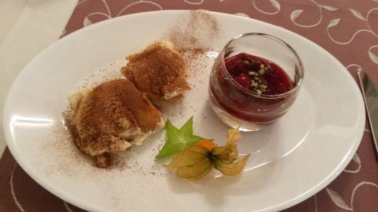 Sporthotel Kitz: dessert - tiramisu with forest fruits