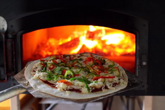 Le Petit Paris Bakery and Restaurant : Their wood oven pizzas are the most amazing meal ever, especially when the crust is real crispy.