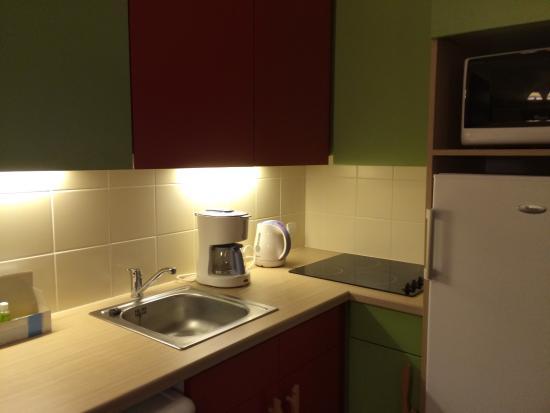 Apartamentos Pierre & Vacances Electra: Kitchen area in our apartment