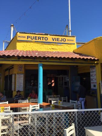 Puerto Viejo Restaurant: Restaurant view from sidewalk !