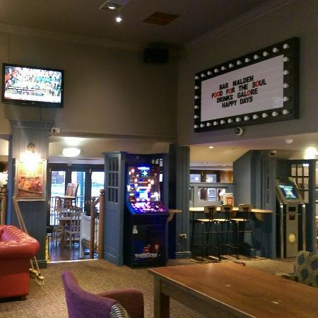New Malden, UK: Bar area