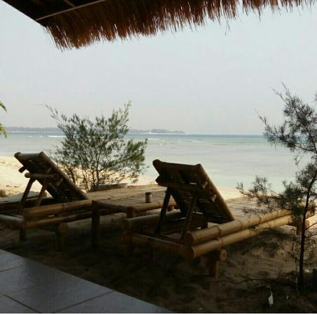 Bintang Beach Bungalows: view when have breakfast