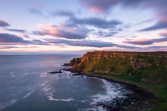 Eglinton, UK: Giants Causeway at sunset