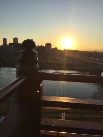 Sengen Shrine: 境内から夕日眺めてます。
