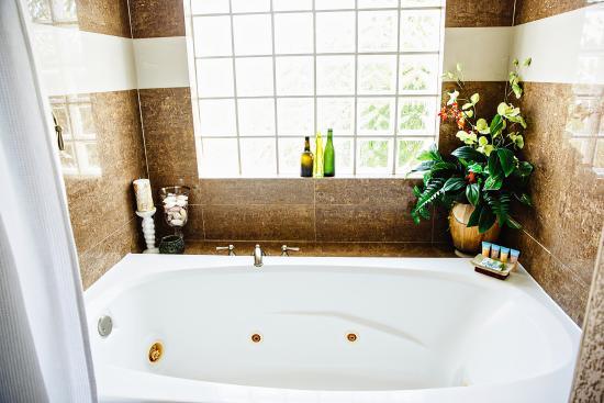 Pelican Reef Villas Resort: Luxury Bathrooms! www.pelicanreefvillas.com