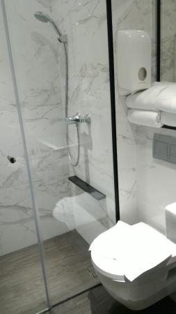 Hotel Boss: Small Bathroom