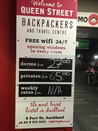 Queen Street Backpackers: Signage!