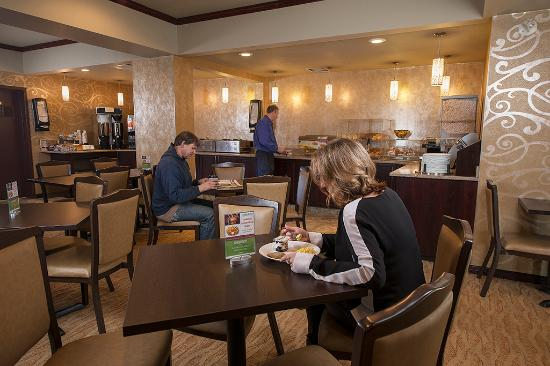 Service Plus Inn & Suites Grande Prairie: Breakfast Room