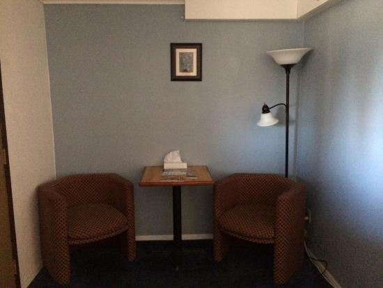 Soldotna Inn : Sitting Area