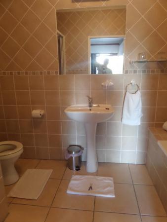 Purple Heron Guest House: salle de bains