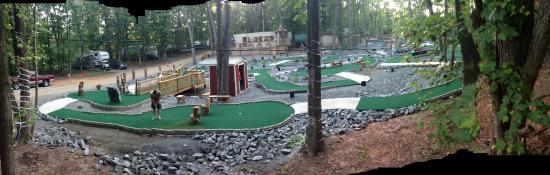 Small Country Campground: Handicap accessible putt-putt golf.
