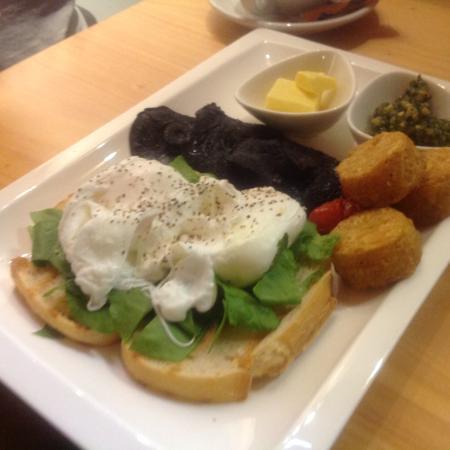 Blue Duck Cafe & Bar: Eggs and toast