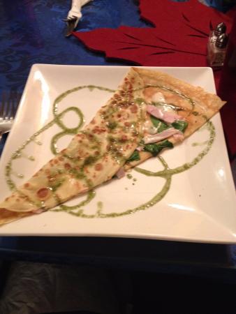 Crepes De Luxe Cafe: La Dinde (turkey, aioli, cheese, spinach)