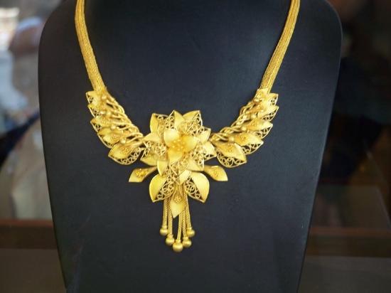 In a gold shop Bild von Chinatown Bangkok Bangkok TripAdvisor