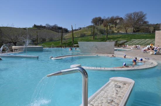 Piscine esterne foto di piscine termali theia - Piscine esterne ...