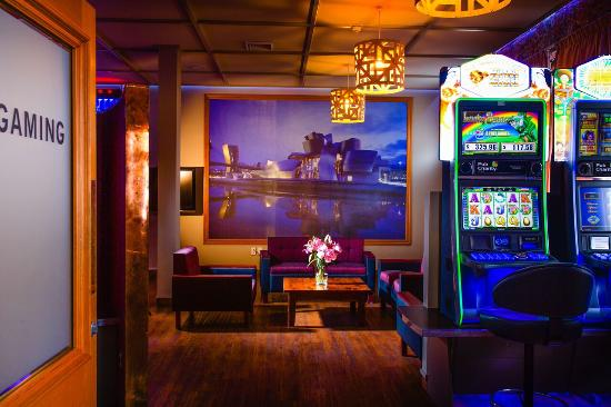 TGB Bar & Restaurant: Gaming Room
