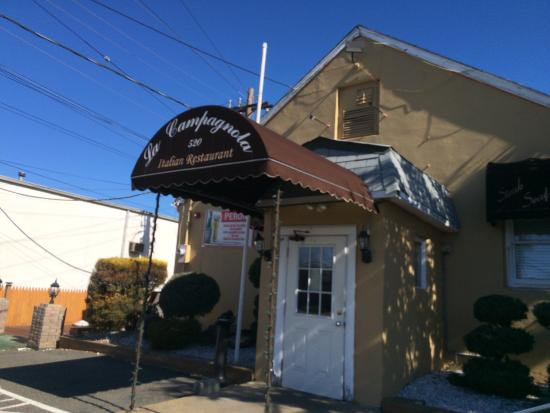 Kenilworth, NJ: Front entry to restaurant