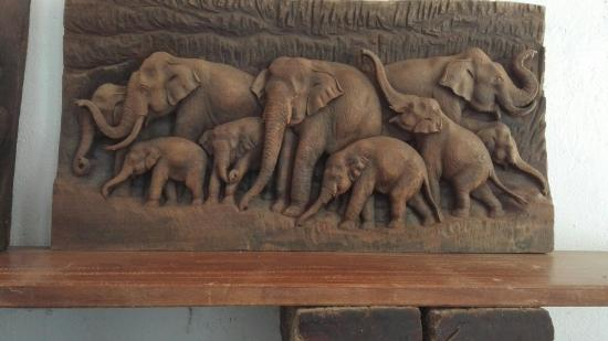 Bulun Buri Resort Chiangmai: Il giardino degli elefanti