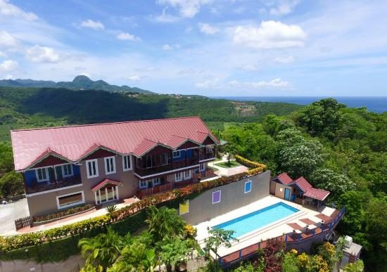 Chateau Mygo Villas: Located on the highest point of the southern side of Marigot Bay