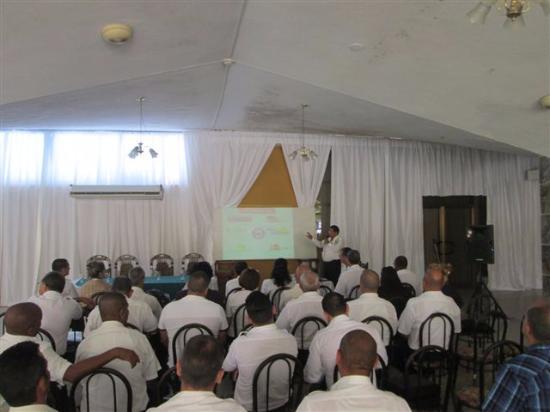 Islazul Villa El Bosque: Salão de reuniões