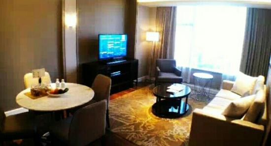 Ascott Bonifacio Global City Manila: Spacious Living Room