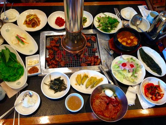 Bonsuwon Galbi : Galbi on grill and side dishes-amazing!!