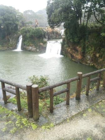 Todoroki Falls: 轟の滝と公園