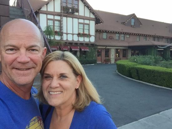 Santa Paula, CA: Front of the Glen Tavern Inn