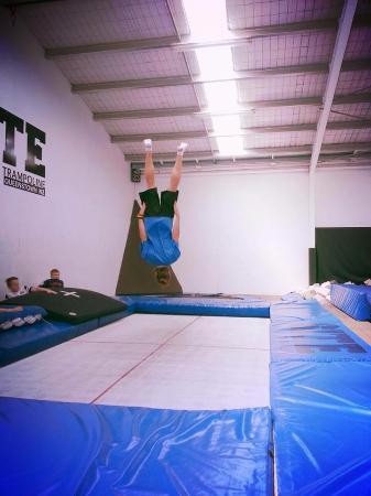 ควีนส์ทาวน์, นิวซีแลนด์: Working on my straight body back flip.