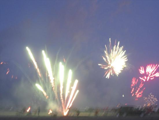 Long Beach, WA: fireworks start way before sunset...