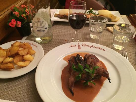 """Aux Charpentiers: Cuisine française bonne et sans """"chichis"""". Le chef et le personnel sont très sympathiques et ave"""