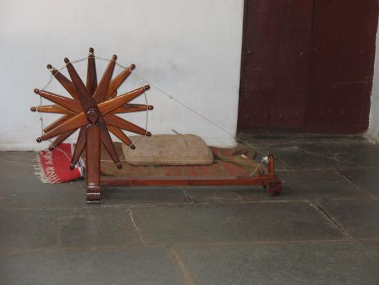 Charkha used by Kasturba Gandhi  - Foto de Sabarmati Ashram