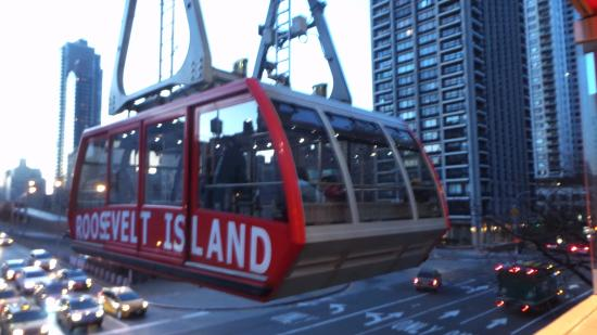 passing in mid flight picture of the roosevelt island tramway new rh tripadvisor co za