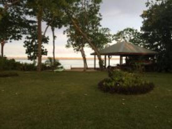 Mahi Mahi Beach Villas: bar on the beach