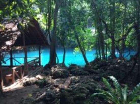 Mahi Mahi Beach Villas: blue hole 10 minute drive away