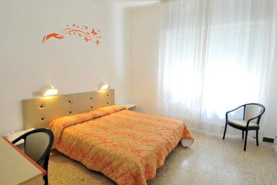 Bagno In Comune Hotel : Camera matrimoniale bagno in comune foto di hotel la torre pisa