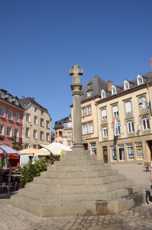 Column of Justice: Krzyż Sprawiedliwości na Rynku w Echternach