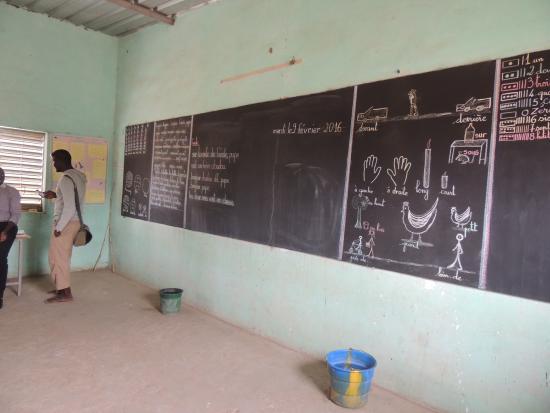 Le Saly Hotel: Visite d'une école de brousse