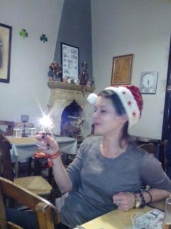 Kefalas, Grecia: Owner Maddie Christmas Day